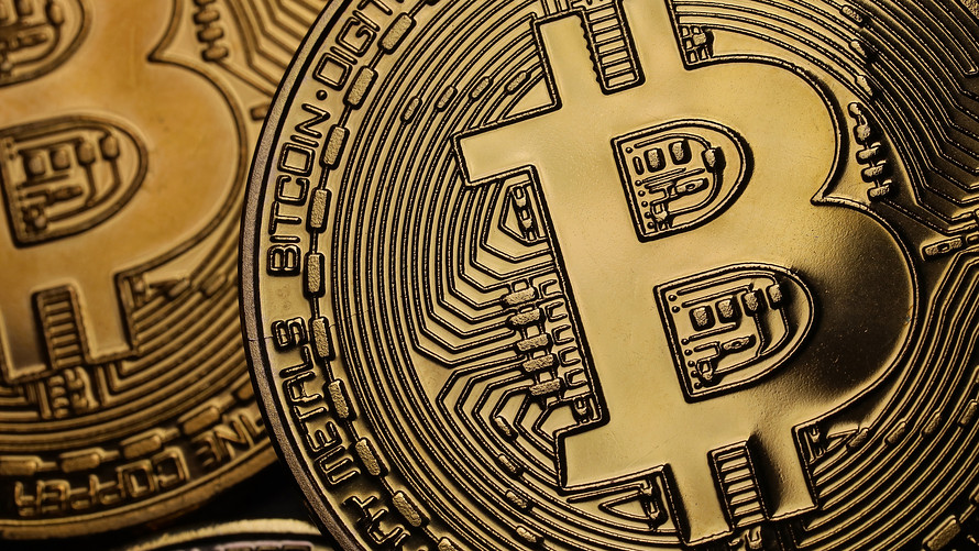 What are the reasons to invest in bitcoins?